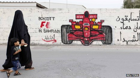 Bahrain mural and woman
