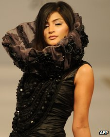 A model presents a creation by Gift University on the third and last day of the Islamabad Fashion Week at the Pak-China Friendship center in Islamabad on April 12, 2012.