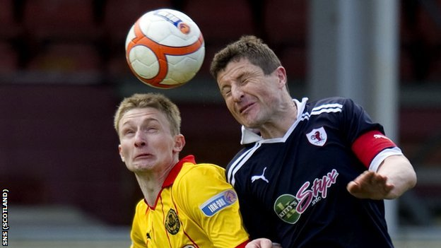 Partick Thistle's Chris Erskine and Falkirk's Darren Dods