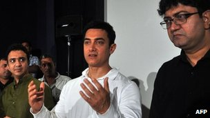 Bollywood actor Aamir Khan (C), Ram Sampath (L) and Prasoon Joshi (R) attend a promotional event for the song &quot;Satyamev Jayate&quot; for the TV show in Mumbai on 13 April 2012