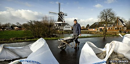 A Dutch resident prepares against flooding