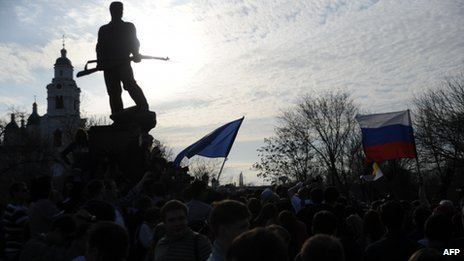 Supporters of Oleg Shein rally by a war memorial in the Russian city of Astrakhan, 14 April