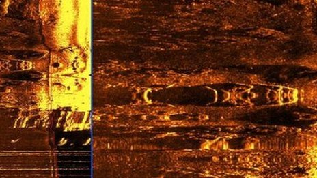 The sonar image appears to show a submarine shape