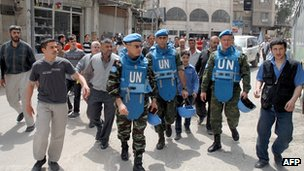 UN observer team in Damascus suburb. 18 Apr 2012