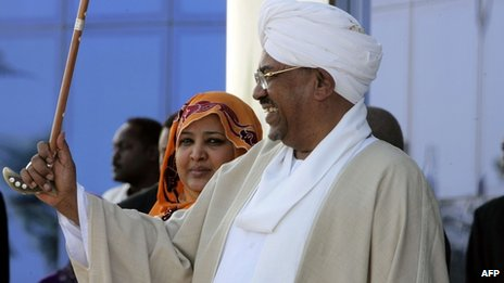 Sudanese President Omar al-Bashir and his wife Widad Babiker in Khartoum (10 April 2012)