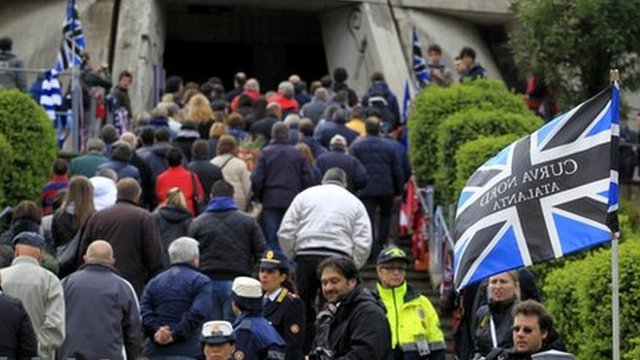 Fans enter the church in Bergamo for Piermario Morosini&#039;s funeral (19 Apr 2012)