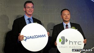 HTC and Qualcomm bosses pose for a photo