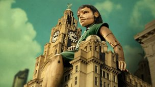 Giant girl on Liver Building