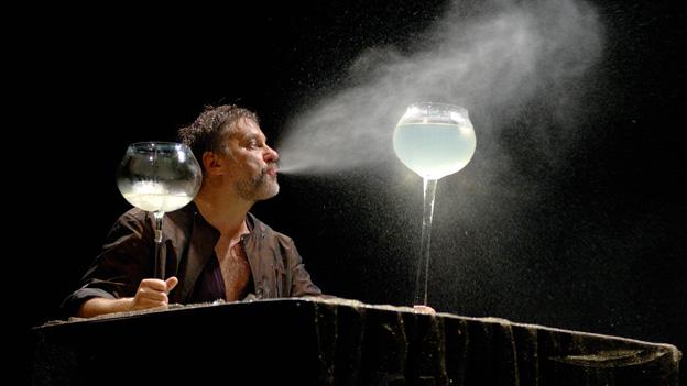 Andrius Mamontovas playing Hamlet