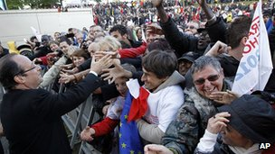 Francois Hollande meets voters in Cenon, south-west France, 19 Apr 12