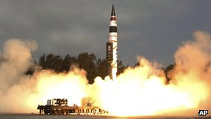 Indias Agni-V missile, with a range of 5,000km (3,100 miles), lifts off from the launch pad at Wheeler Island off India&#039;s east coast
