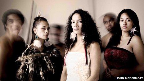 Kaahira, Teehite raua ko Herena (Awhina Henare Ashby & Roimata Fox)