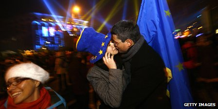 Romanian's celebrate joining the EU