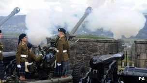 Gun salute at Stirling Castle on 21 April 2012