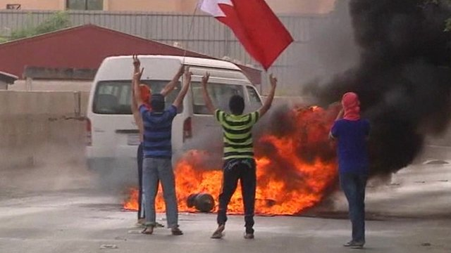 Protesters burn tyres