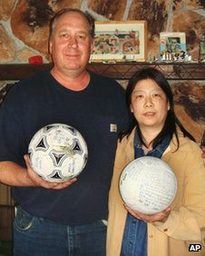 David and Yumi Baxter hold the two balls - the one on the left is Misaki Murakami's (image via Kyodo News agency)