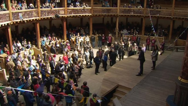Performers at London&#039;s Globe Theatre