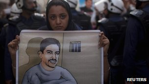 An anti-government protester holds a poster of human rights activist al-Khawaja 18/04/2012