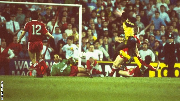 Arsenal's Michael Thomas scoring the title clinching goal in 1989