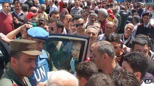 UN observers visit Homs, 23 April