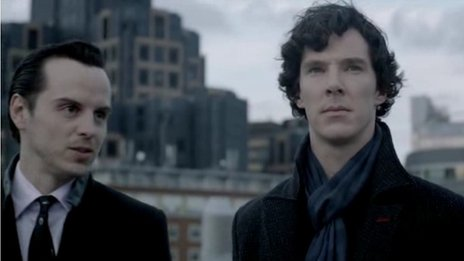 Sherlock Holmes játék 20. - Page 17 _59822387_moriartyandsherlockroof