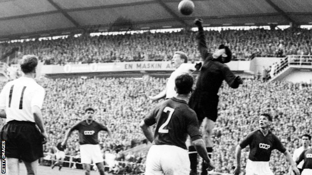 Lev Yashin punches the ball clear