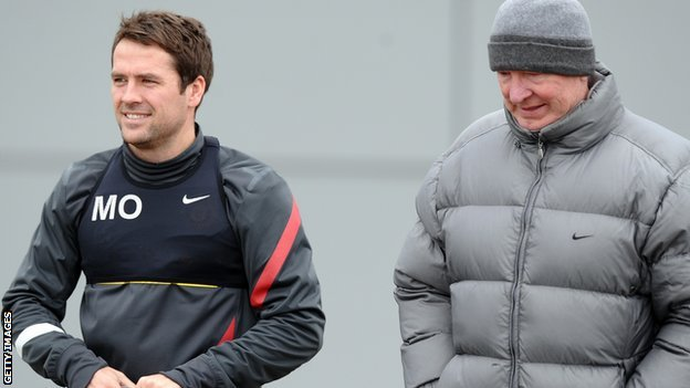 Manchester United's Michael Owen in training with Sir Alex Ferguson