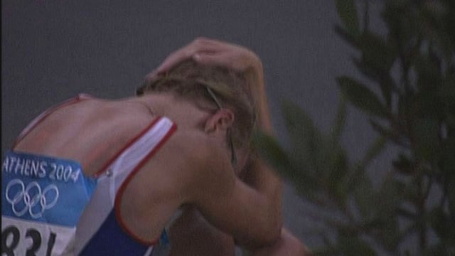 Britain&#039;s Paula Radcliffe drops out of 2004 Athens Olympic marathon