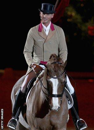 BBC Sport - Carl Hester feeling Olympic dressage pressure