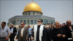 Ali Gomaa at the Dome of the Rock mosque in front of Al-Aqsa mosque on 18 April