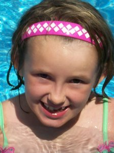 http://news.bbcimg.co.uk/media/images/59891000/jpg/_59891816_wns_holly_stuckey_inquest_38.jpg