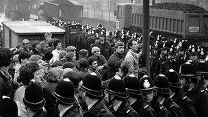 Police and miners during the 1984/85 strike