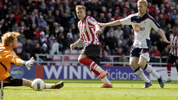 Nicklas Bendtner scores for Sunderland against Bolton