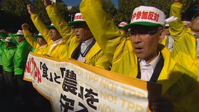 Japanese workers protest against the TPP
