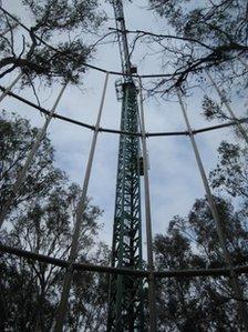 A crane seen through the metal frame
