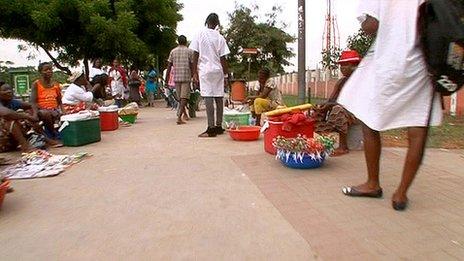 Street sellers in Luanda