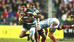 Matt Smith of Leicester Tigers is tackled by Josh Drauninui of Worcester Warriors