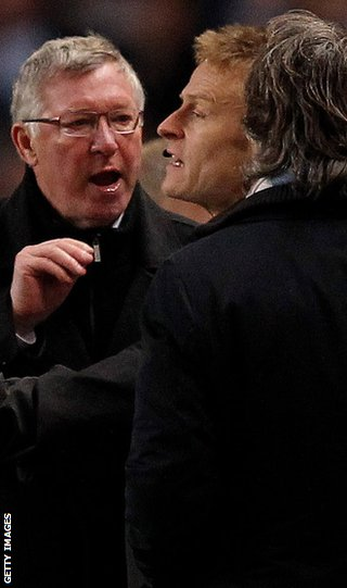 Sir Alex and Manchester City&#039;s Roberto Mancini argue on the touchline