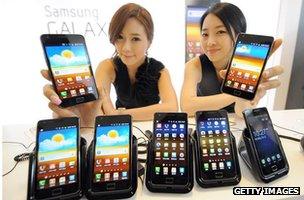 Models show Samsung S2 handsets