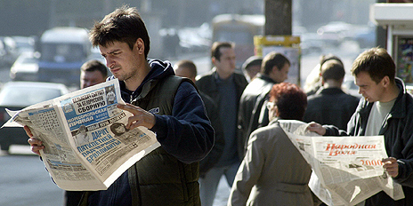 Newspaper readers in Belarus