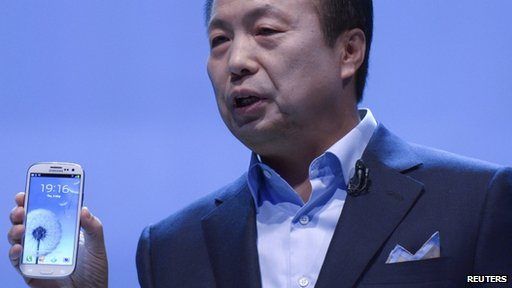 Samsung executive shows off the Galaxy S3