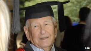 World&#039;s oldest graduate Allan Stewart