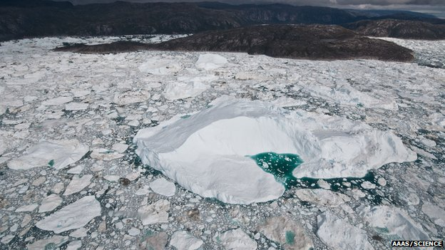 Glacier calving ice in to the sea (Image: AAAS/Science/Ian Joughin)