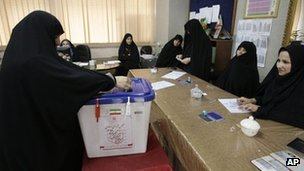 A woman votes in Tehran (4 May 2012)