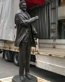 The Don Revie statue
