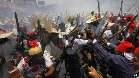 Mexicans re-enact the Battle of Puebla