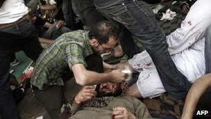 Anti-Scaf protesters are treated at a field hospital in Cairo, 4 May