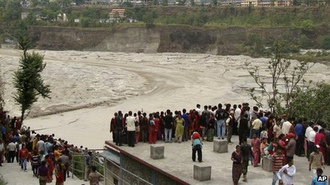 People in Nepal&#039;s Kaski district watch the flooded Seti River (5 May)