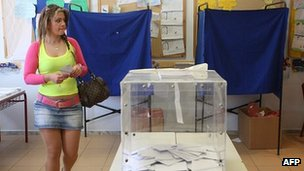 A woman prepares to cast her vote in the 6 May 2012 Greek general election at a polling station in the northern port city of Thessaloniki