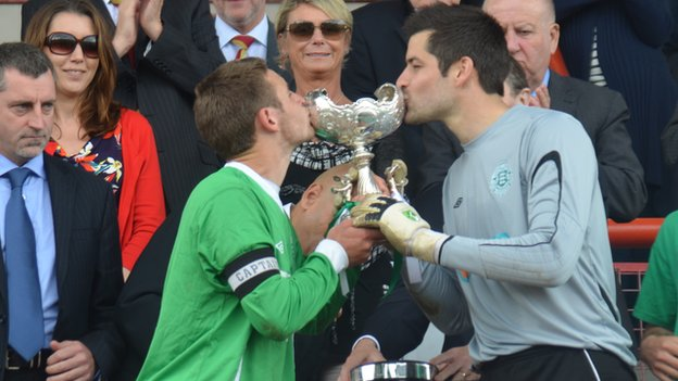 Guernsey lift the Muratti Vase
